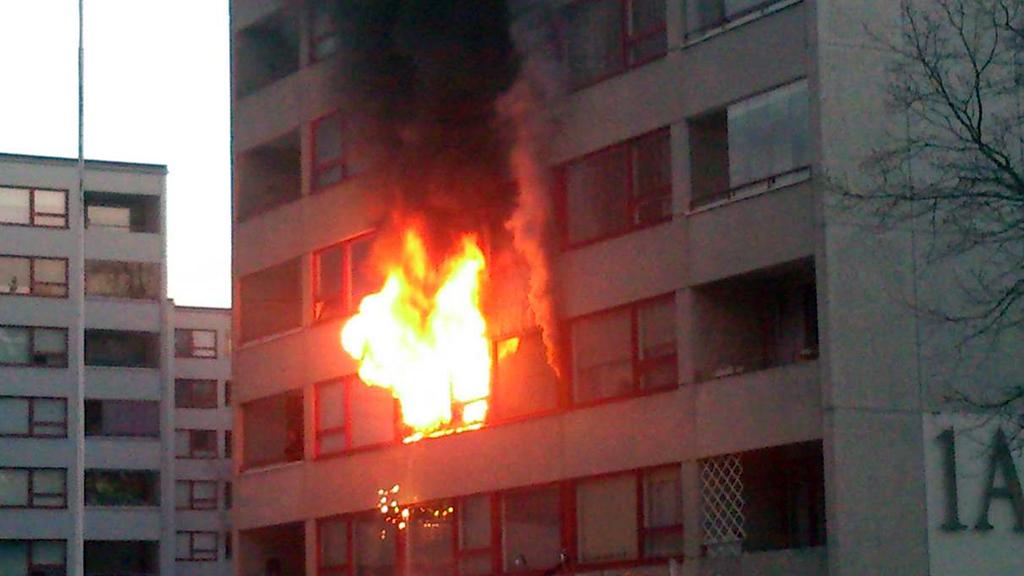 Turkulaisessa kerrostalossa riehui tulipalo pari vuotta sitten. Tulipalossa ei menehtynyt kukaan.