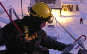 Pelastuslaitoksella oli käytettävissä kaksi pelastusryhmää ylä- ja alakautta.