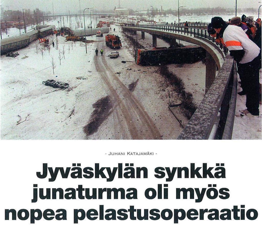 Veturin iskeytyminen runsaan sadan metrin päähän radasta ylikulkurampin pilariin on varma merkki liian suuresta nopeudesta vaihteessa. Jyväskylän rautatieasema sijaitsee taustalla häämöttävän ylikulkusillan tasolla vasemmalla.