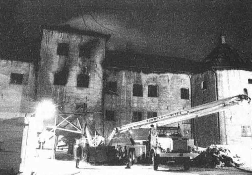 Kuva esilinnasta aamulla 7. maaliskuuta 1980, kun palo on saatu hallintaan.