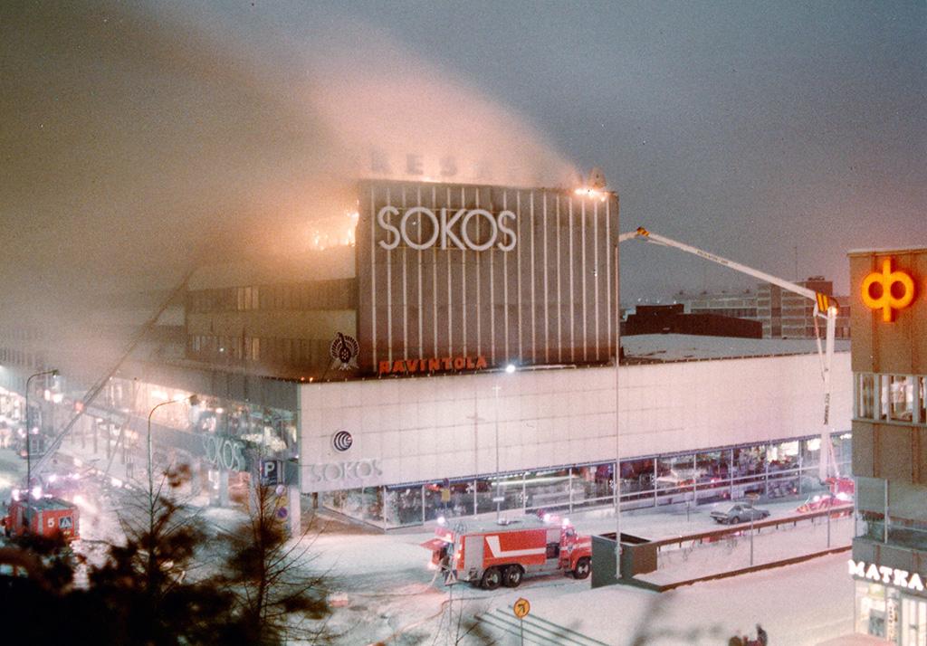 Jyväskylän keskustassa Sokoksen ravintola Ukkometsossa syttyi sunnuntaina 29.11.1981 aamuyöstä tulipalo.