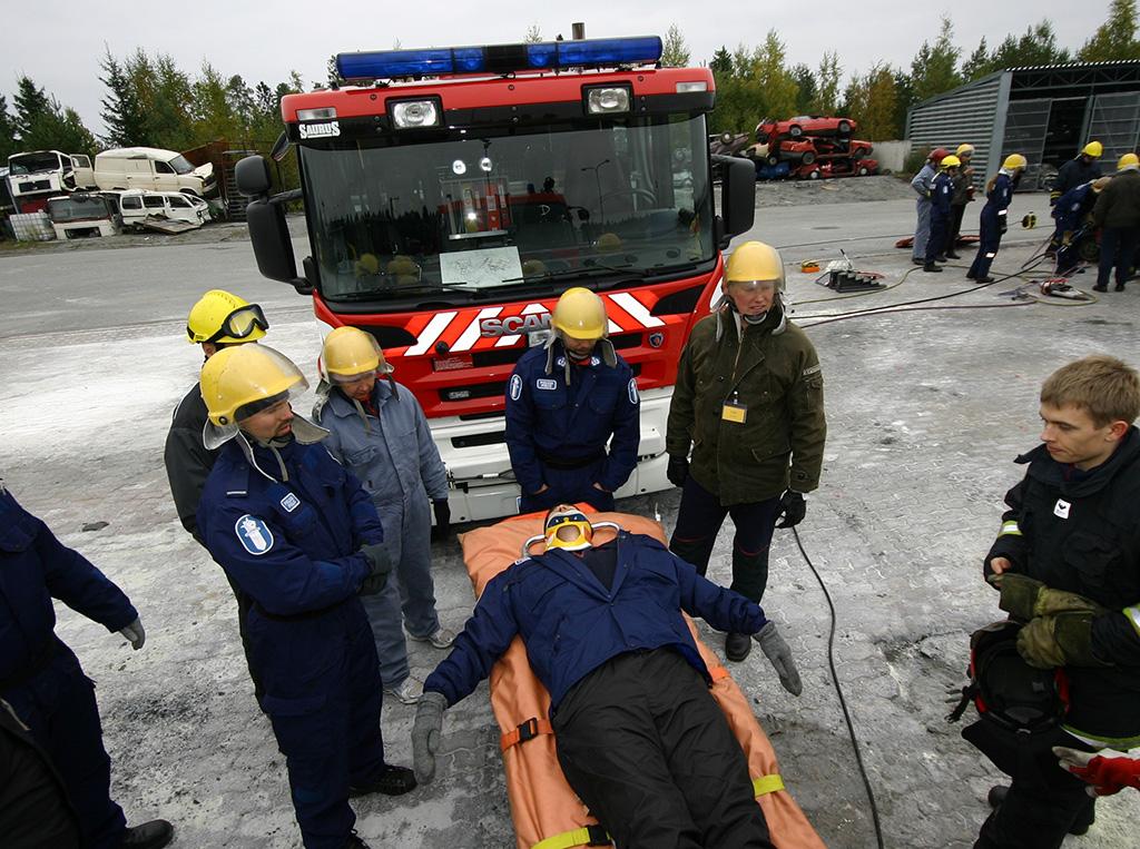 Pelastustoimen strategia korostaa yhteistyötä. Tässä viranomaiset harjoittelevat yhdessä Pelastusopiston harjoitusalueella.