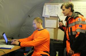 Palomestarit Jani Kareinen (vas.) ja Raimo Rasijeff osallistuivat muun muassa joulukuussa Pelastusopistossa järjestettyyn rauniopelastamisen harjoitukseen.