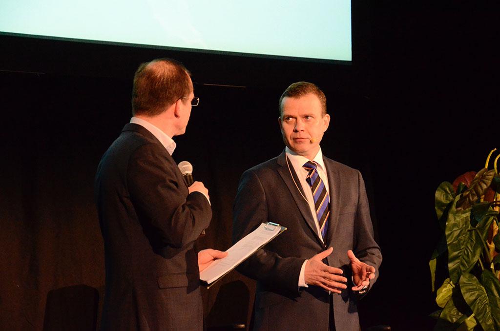 Petteri Orpo puhui Palopäällystöpäivillä.