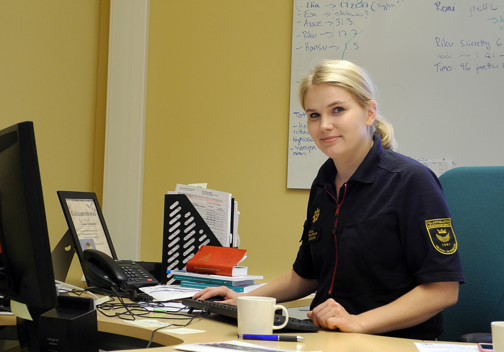 Johtava palotarkastaja Anja Aatsinki tiimeineen käy läpi noin 700 pelastussuunnitelmaa vuosittain.