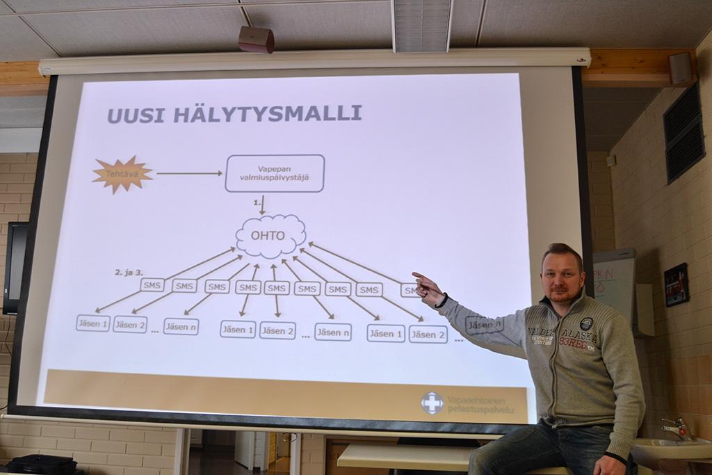 Vapepan valmiuskouluttajana Sami Nygård on käynyt Satakunnassa kouluttamassa uutta järjestelmää.