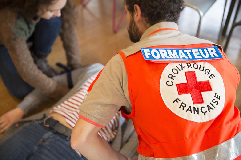 Palo- ja pelastustoimi on alkanut ensiapukouluttaa taloyhtiöissä vapaaehtoisia päivystäjiä.