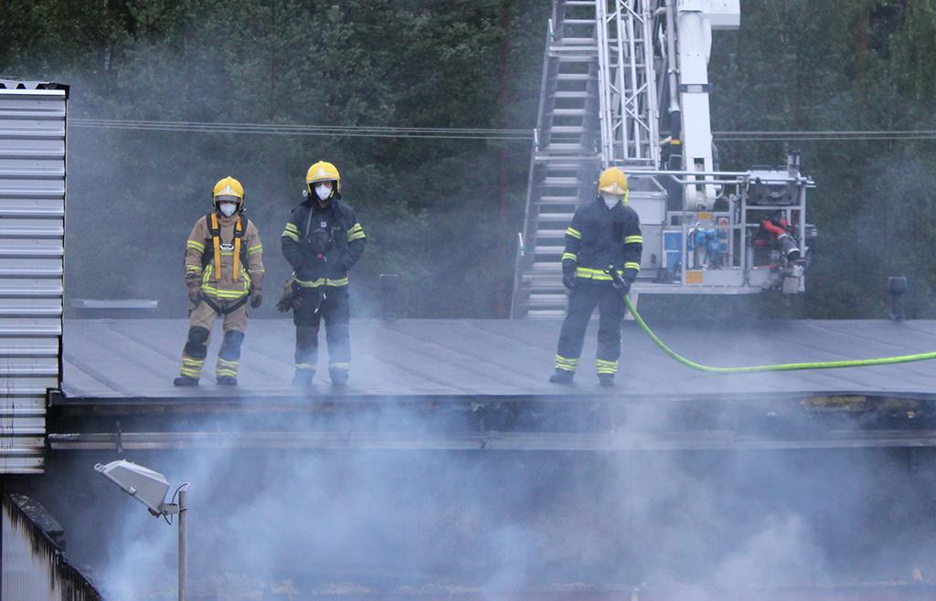Puhdas paloasema -mallin mukaista suojautumista palopaikalla Jyväskylässä.