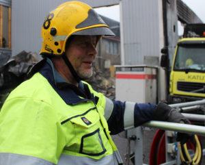 Palomies Timo Rämö ajoi kuorma-auton turvaan palavasta hallista.