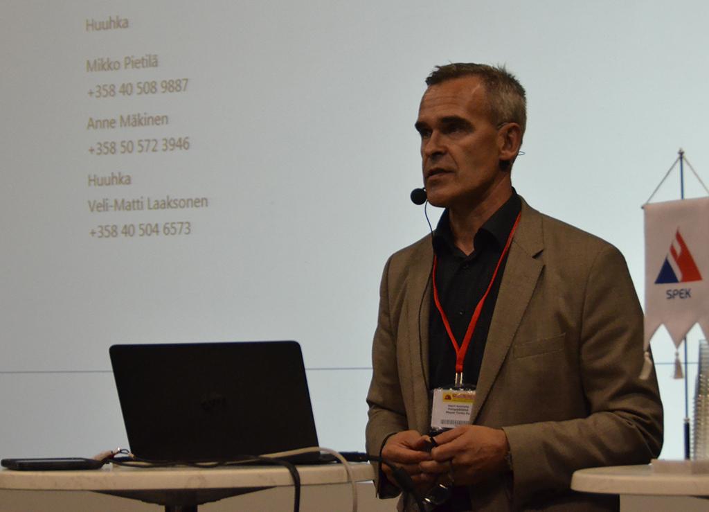 Harri Koivisto esitteli tulityö-mobiilisovellusta syyskuussa Jyväskylän Turvallisuusmessuilla.