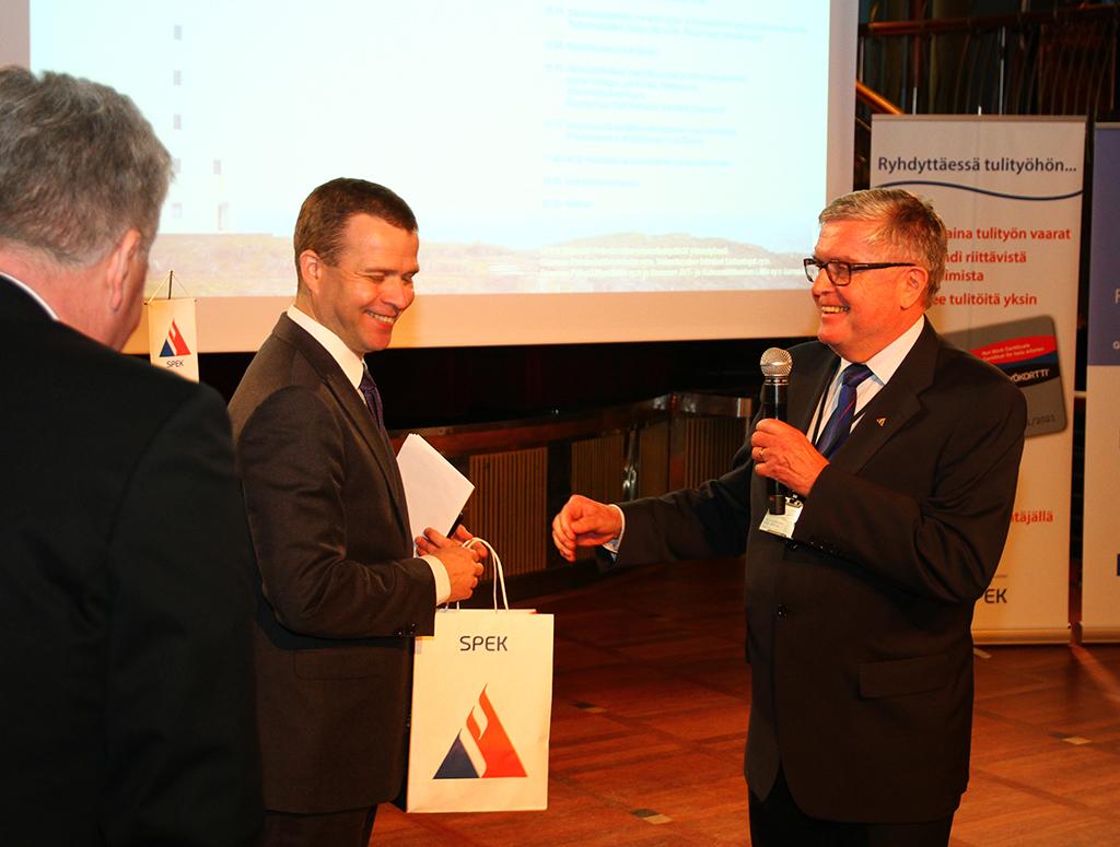 Viime vuonna ajankohtaispäivillä puhui Petteri Orpo, jota SPEKin johtaja Matti Orrainen muisti.