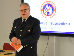 Pelastuspäällikkö Jyri Silmäri puhui SPEKin Paloturvallisuusviikon infotilaisuudessa. Kuva: Antti Pulkkinen/SPEK