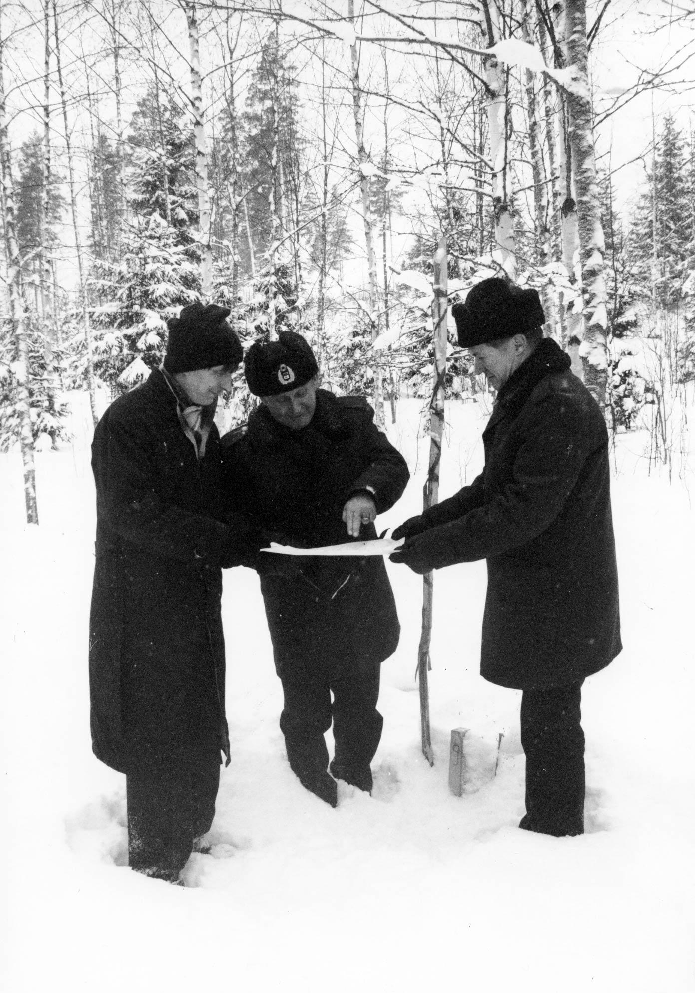 Palomieskoulutus siirtyi Kuopioon 1990. Koulutilat rakennettiin neitseelliseen maastoon. Petosen kaupunginosaan nousivat koulurakennukset. Kartalta paikkaa näyttää talvella 1987 Kuopion palopäällikkö Erkki Karvinen.