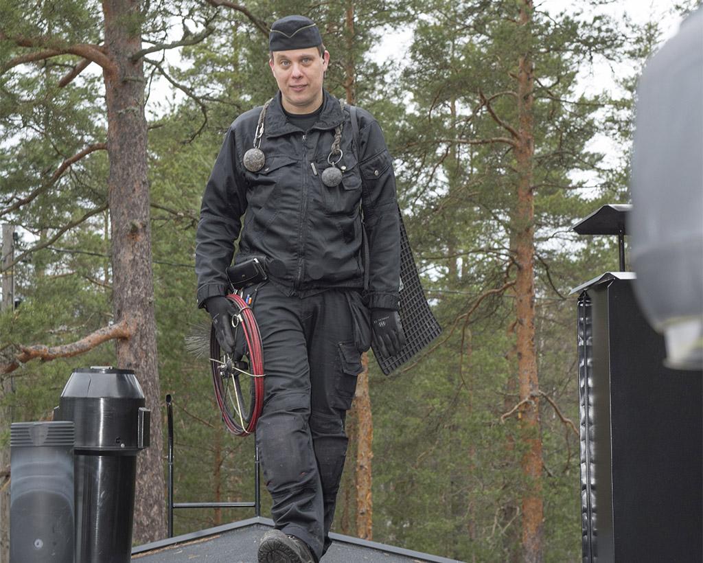 Kim Räsänen on toiminut nuohoojana 20 vuotta ja pudonnut kerran katolta.