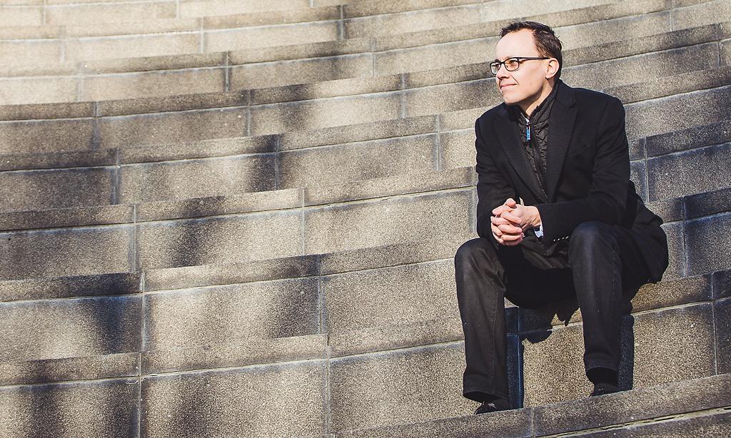 Simo Hostikka palasi sinne mistä aloitti. Opiskellessaan aikoinaan fysiikkaa Otaniemessä hän suoritti paloturvallisuuskurssin ja innostui alasta. Nyt hän on professori Aalto-yliopistossa.