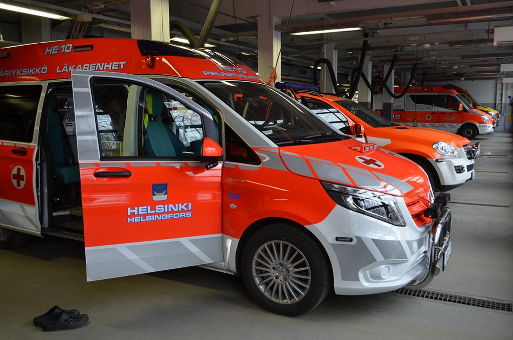 Helsingin pelastuslaitokselle koulutetaan pelastajia Helsingin Pelastuskoululla. Siellä kaikki pelastajat opiskelevat myös lähihoitajiksi.