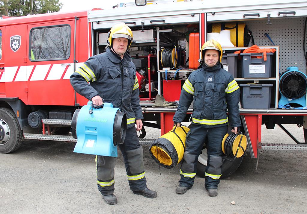 Jyväskylän VPK:n palomiehet Jarno Lamberg ja Tony Haverinen.