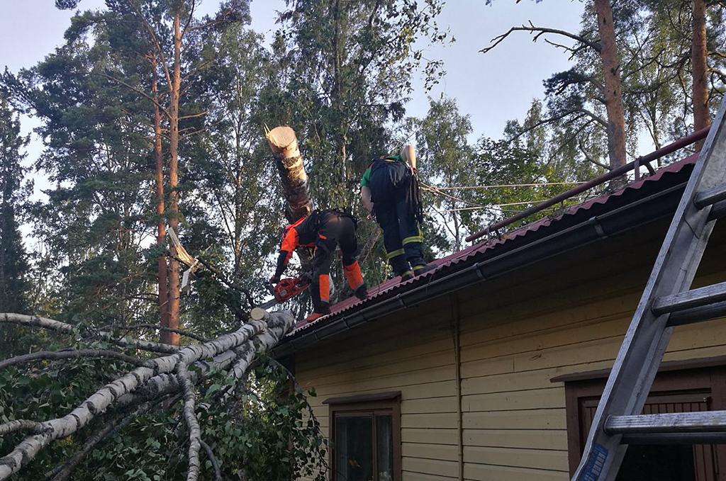 Kiira aiheutti paikoitellen laajojakin tuhoja ja poikkeuksellisen paljon tehtäviä pelastuslaitoksille.