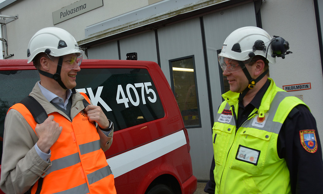 UPM:n yritysturvallisuuspäällikkö Kalle Seppänen (vas.) ja Stora Enson Imatran tehtaiden palo- ja suojelupäällikkö Mikko Parikka puivat paljon myös yhdessä metsäteollisuuden toimijoiden turvallisuusriskejä.