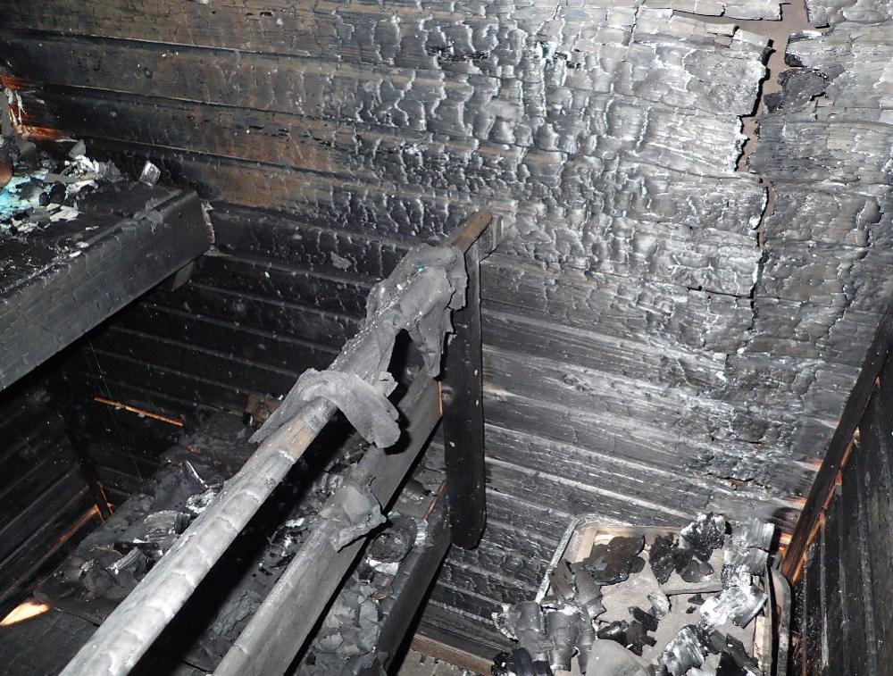 Tulipalo alkoi saunan kiukaan sytyttämistä kankaista.