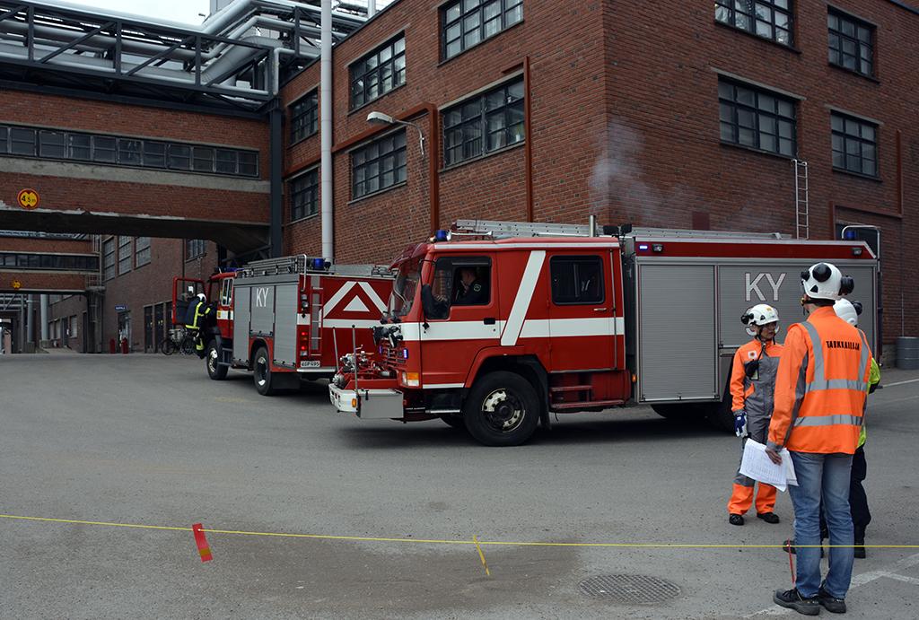 Harjoittelu liittyy yrityksen turvallisuuskulttuuriin. Suuronnettomuusharjoitus Kotkan Sunilan tehtaalla viime toukokuussa.