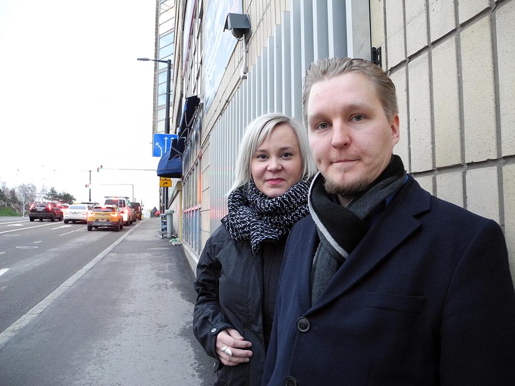 Mira Leinonen sai Palosuojelun edistämissäätiön apurahan Pelastustoimen perusteet -kirjan kirjoittamiseen, Sami Kerman väitöskirjansa työstämiseen.
