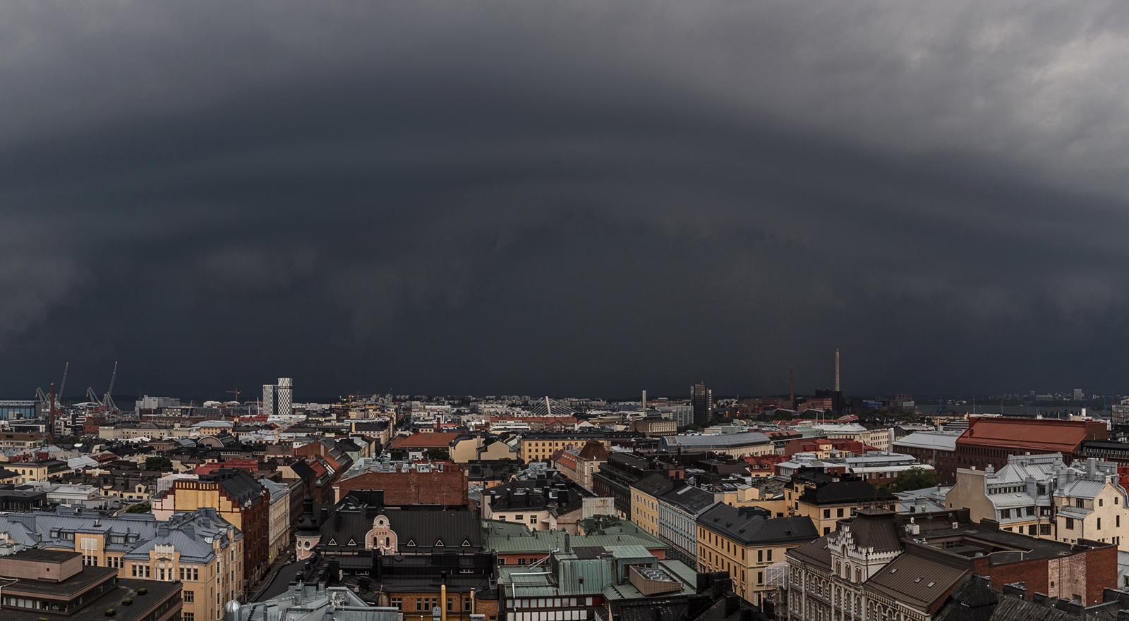 Sään ääri-ilmiöt ovat yksi uhka, johon pitää kyetä varautumaan. Kiira-myrsky riehui toissa vuonna pääkaupunkiseudulla.