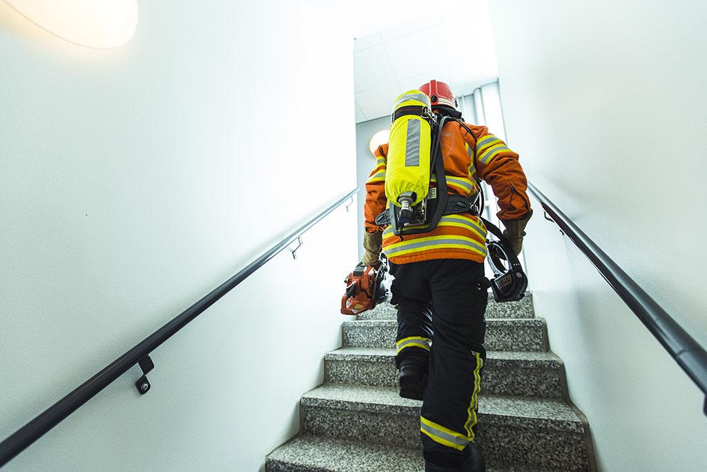 Ero palomiesten nykyisen lisättömän bruttopalkan ja suomalaisten olettaman palkan välillä on tuntuva, noin 1000 euroa.