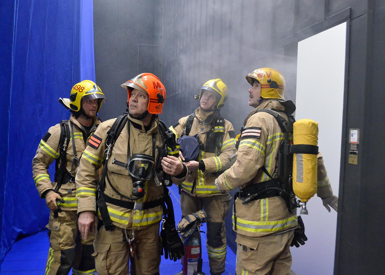 Palorauta on yleensä peltinen, koneellisesti nostettava ja laskettava seinä, joka erottaa ja sulkee näyttämön katsomosta. Seinä liikkuu myös käsivoimin, vaikka sähkönsyöttö katkeaisi. Helsingin kaupunginteatterissa on omat palorajoittimensa pää- ja sivunäyttämöillä.