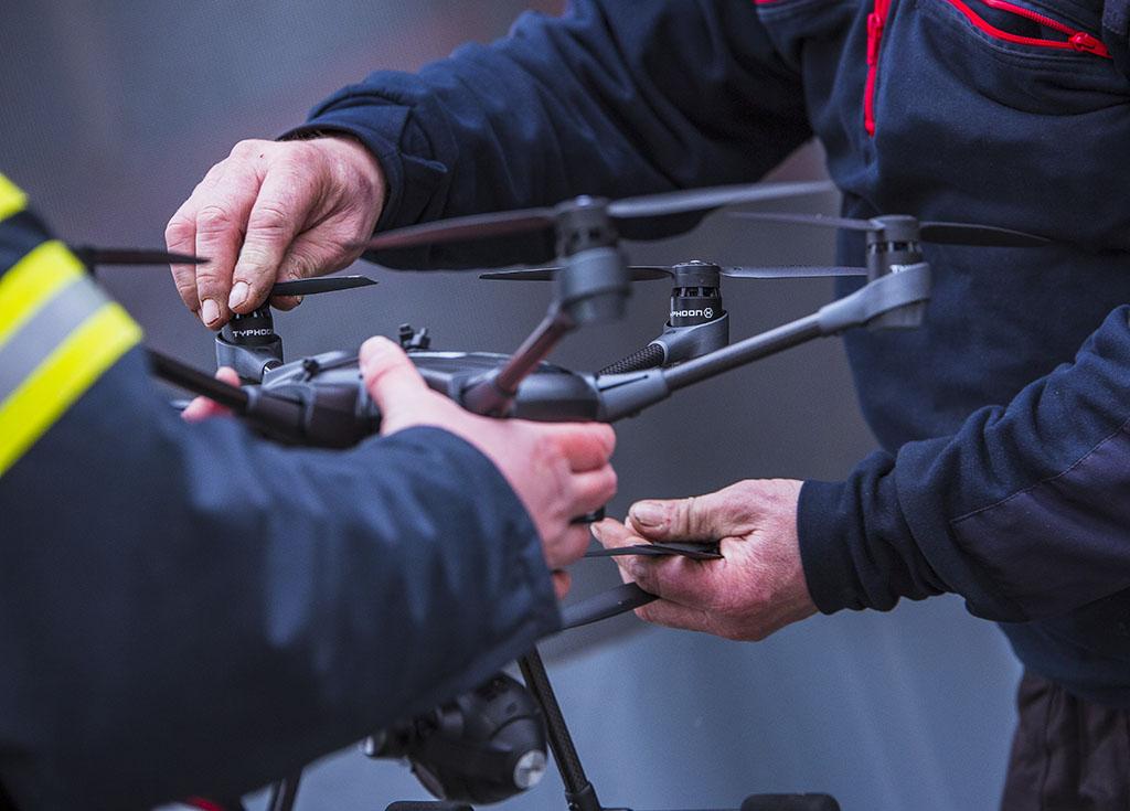 Uutta teknologiaa edustavat muun muassa dronet, jotka helpottavat operatiivista johtamista.