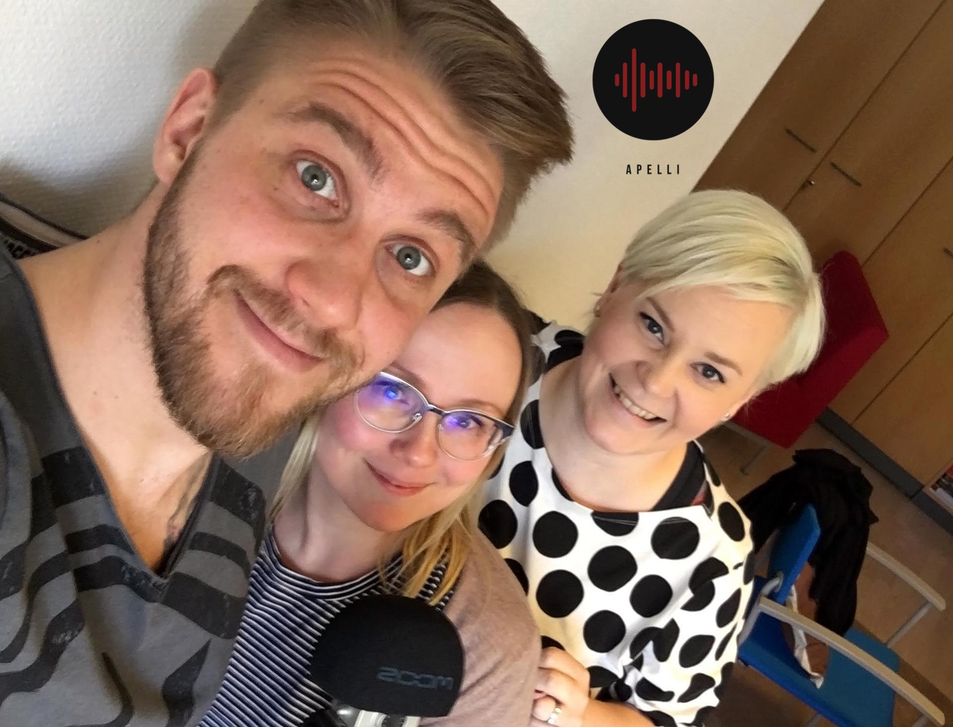 Jussi Sintonen, Kaisu Puranen ja Mira Leinonen puivat palomiesten imagoa.