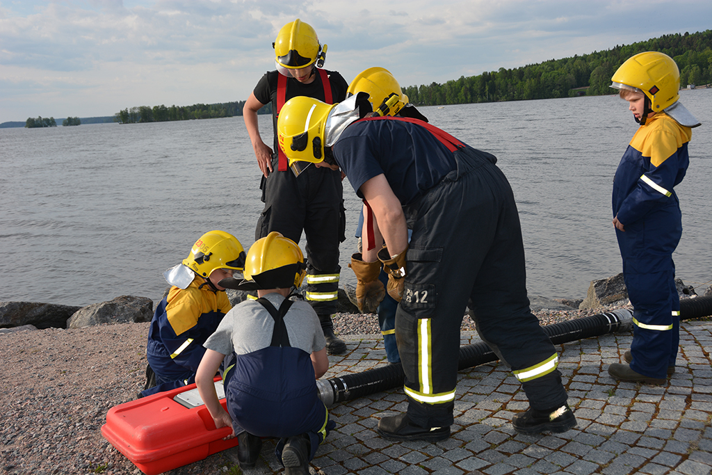 Lahden VPK:n nuoriso-osasto harjoitteli Vesijärven rannalla kesäkuussa.