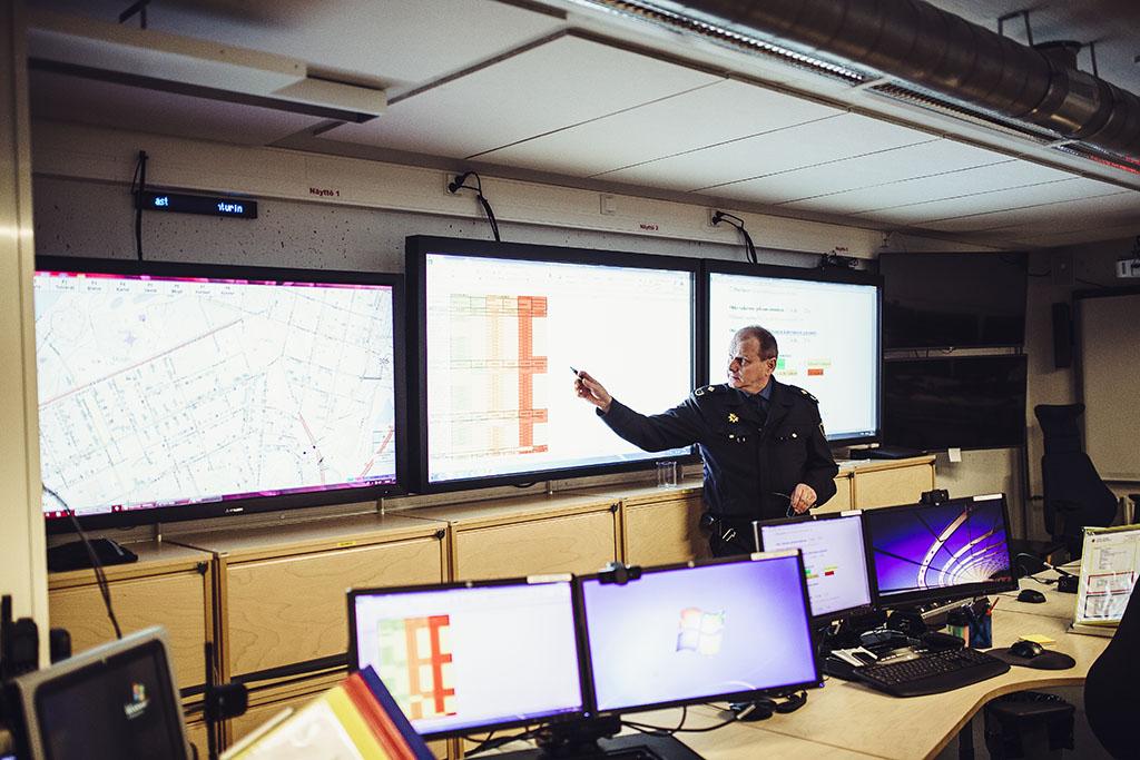 Etelä-Savon pelastuslaitoksen Mikkelin paloaseman johtokeskustilassa pyöritetään Itä- ja Kaakkois-Suomen pelastuslaitosten tilannekeskusta.