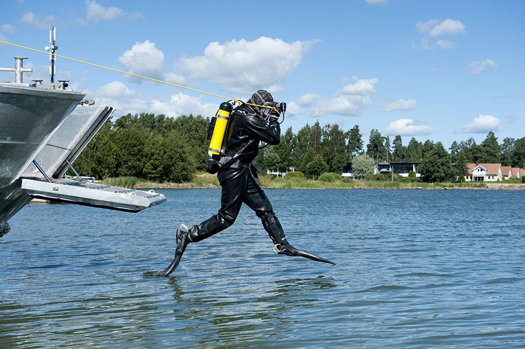 Erityisesti omiin erikoisosaamisalueisiin, kuten vesisukellukseen liittyvä kalusto ja uudet pelastustekniikat kiinnostavat messuilla käyviä ammattilaisia.