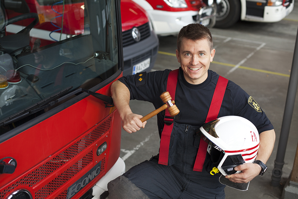 Palomestari Eero Aho toivoo, että pelastusalalla työskentelevät innostuisivat pyrkimään vaikuttajiksi tuleviin maakuntiin.