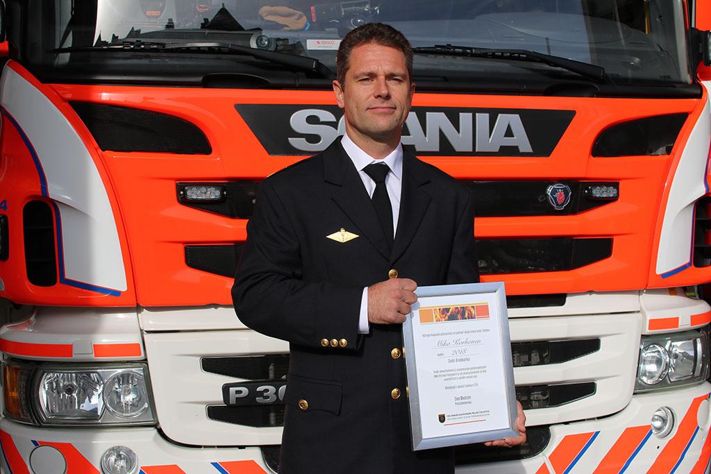 Mika Korhonen toimii tällä hetkellä hoitotason palomies-ensihoitajana Malmin pelastusasemalla.