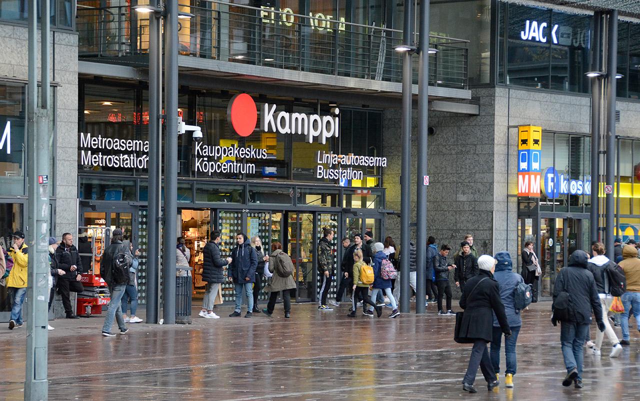 Vuonna 2017 Kampin kauppakeskuksessa oli 42,8 miljoonaa kävijää. Sellossa heitä oli 24,3 ja Itiksessä 17,6 miljoonaa. Kävijämäärältään Kamppi on ylivomaisesti Suomen suurin.