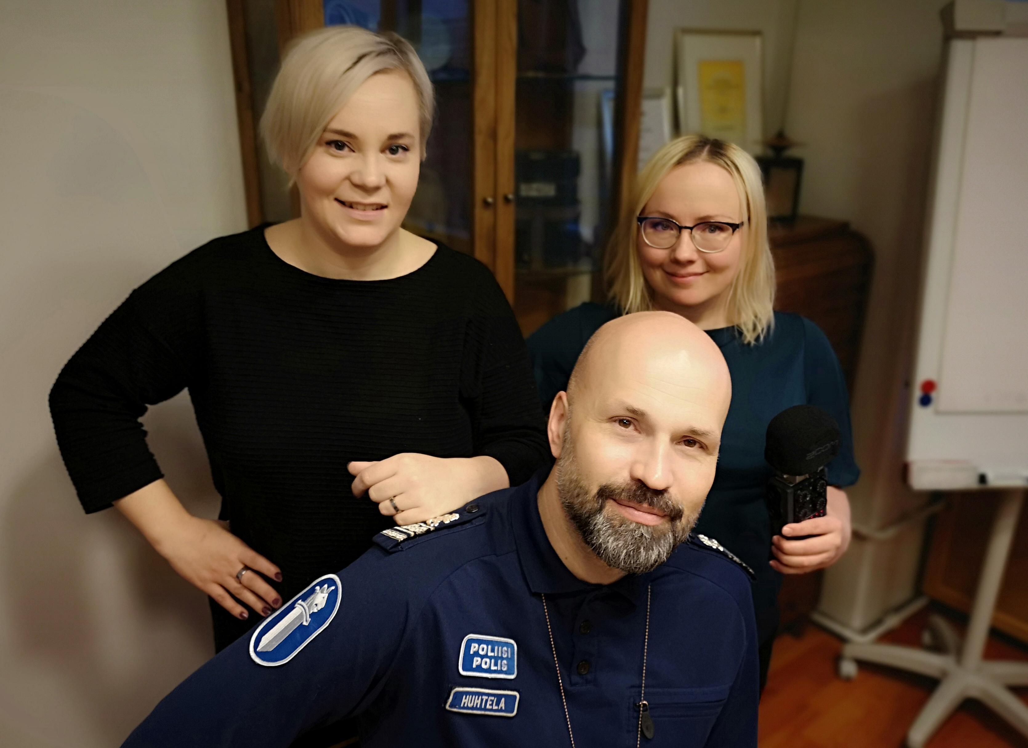 Mira Leinonen (vas.), Jussi Huhtela ja Kaisu Puranen.