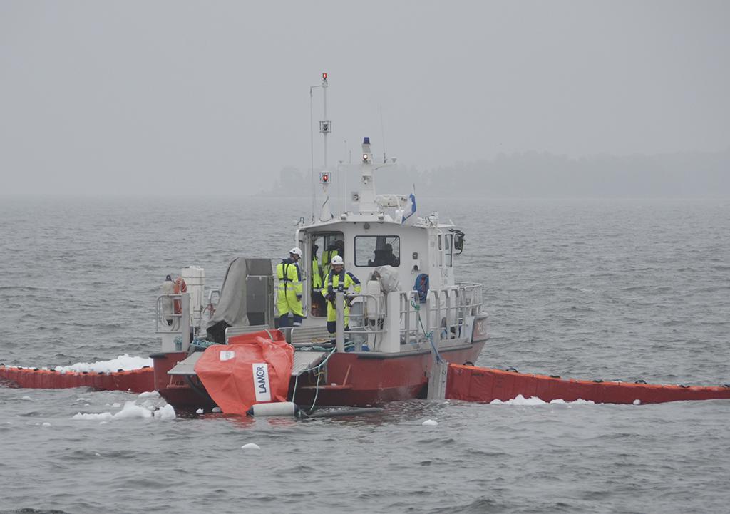 Kymenlaakson pelastuslaitos järjesti öljyntorjuntaan liittyvän yhteistoimintaharjoituksen Kotka-Hamina -rannikkoalueella syyskuussa 2018.