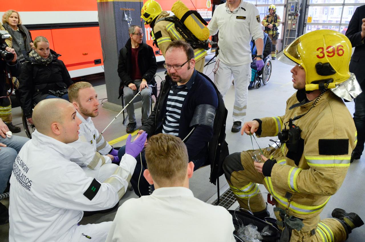 Mutual Trust -pelastuspäivässä harjoiteltiin muun muassa evakuointia palavasta linja-autosta. Tapahtuma järjestettiin keskuspelastusasemalla Helsingin Kalliossa tammikuussa 2017.