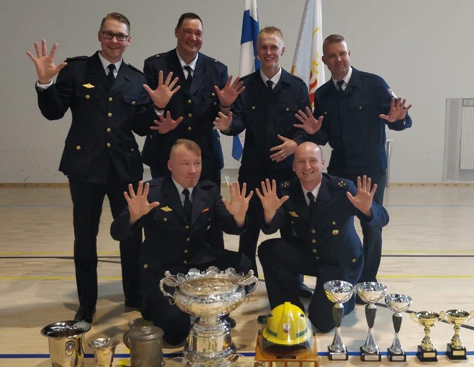 Anjalan VPK:n voitokas joukkue. Ylärivissä vasemmalta: Tuukka Ahtiainen, Mika Jonsson, Janne Nieminen, Tommi Sihvola. Alhaalla vasemmalta: Jani Leonen ja Miikka Leinonen.