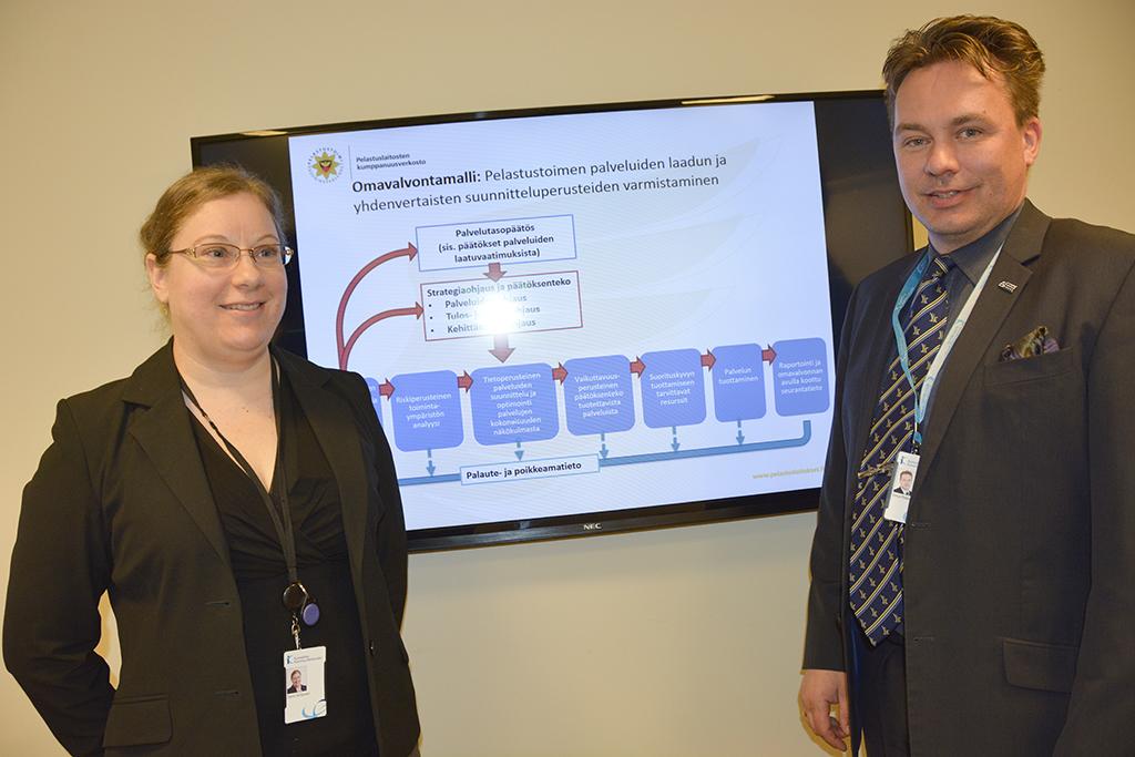 Pelastustoimen koordinaattori Terhi Virtanen ja kehittämispäällikkö Vesa-Pekka Tervo ovat innostuneita omavalvontamallista. Sen avulla varmistetaan palvelujen laatua.
