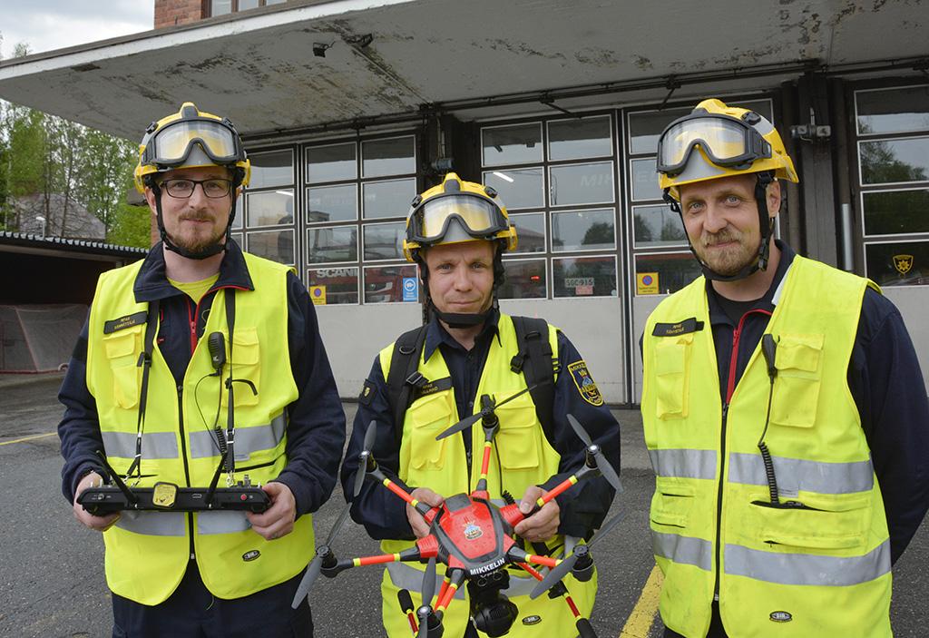 Mikkelin VPK:n droneryhmään kuuluvat muun muassa Tomi Ekholm (vas.), Jani Björn ja Joni Martiskainen.
