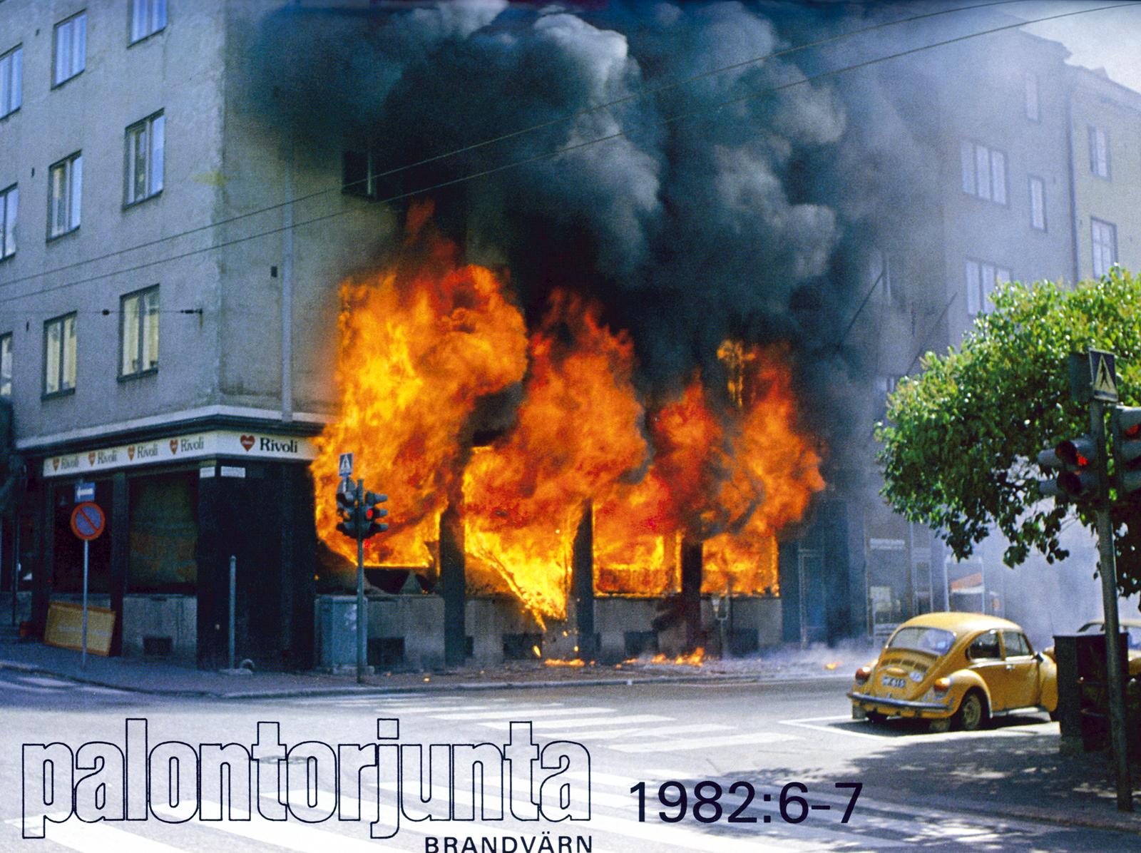 Läheisen valokuvausliikkeen omistaja Tuomas Sointu havaitsi palon heti alkuvaiheessa ja sai hyvän kuvasarjan aivan ensiminuuttien palokehityksesta ennen kuin palokuntakaan oli paikalla.