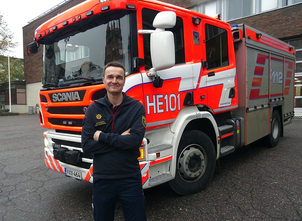 Miika Mustonen on työskennellyt parikymmentä vuotta Helsingin pelastuslaitoksella. Henkisesti kuormittavaan keikkaan hän joutui 12 vuotta sitten. Sen jäljet hän sai pyyhittyä pois vasta post-traumatyöpajassa.