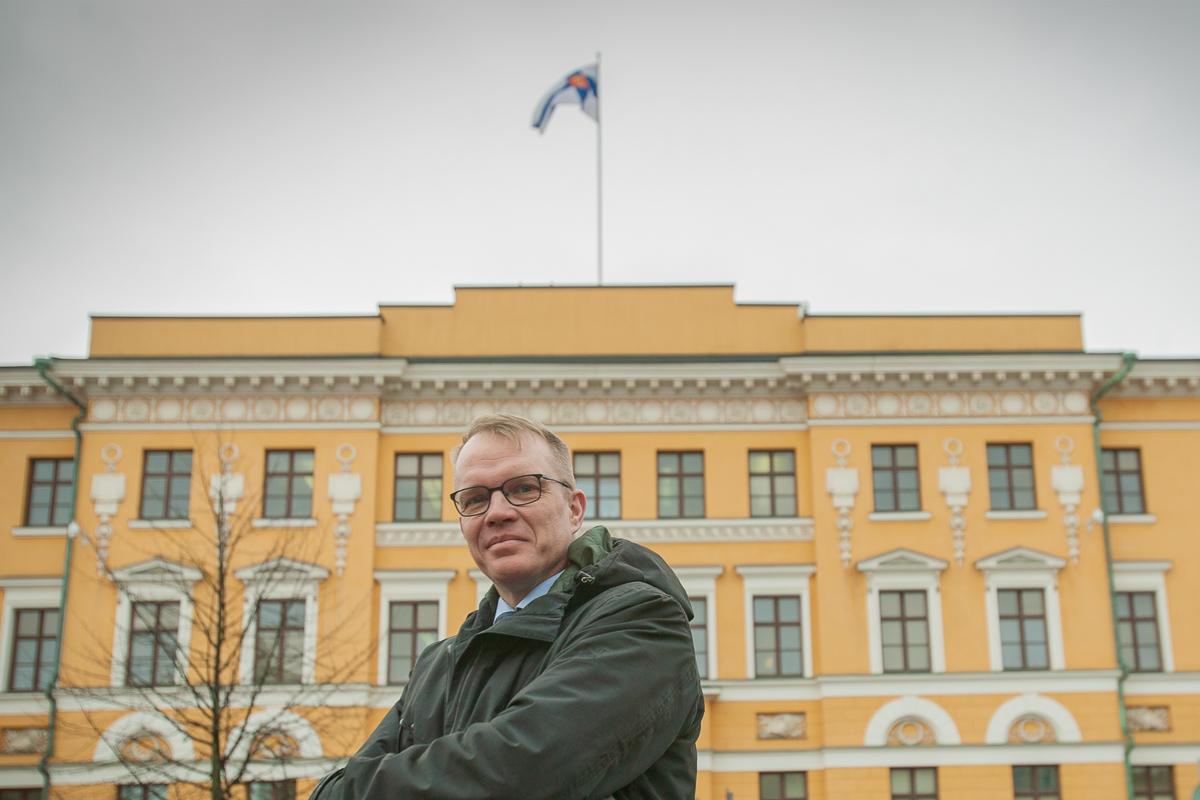 Eversti Vesa Valtonen toimii kansallista turvallisuustilannetta kartoittavan Turvallisuuskomitean pääsihteerinä.