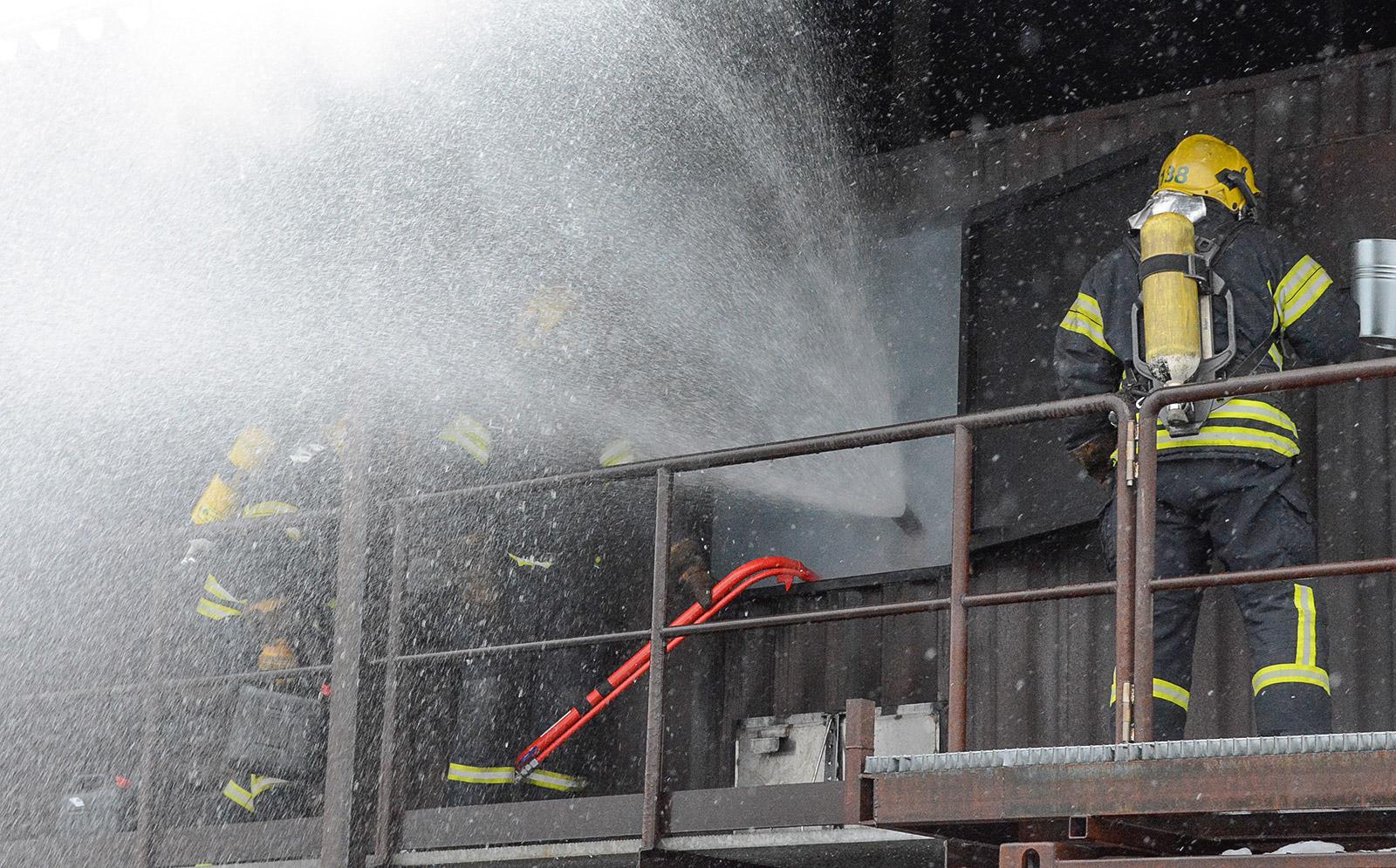ST-putki oli käytössä Pelastusopistolla täydentävien sammutusmenetelmien kurssilla keväällä 2020. Vedellä toimiva alipainetuuletus- ja sammutusjärjestelmä luo pelastajille turvallisemmat työolosuhteet ja nopeasti paremman näkyvyyden.