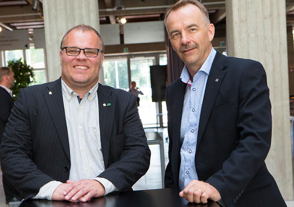 Ari Maskonen (vas.) aloittaa Suomen Sopimuspalokuntien Liiton toiminnanjohtajana ja kansanedustaja Arto Pirttilahti valittiin kesällä liiton uudeksi puheenjohtajaksi.