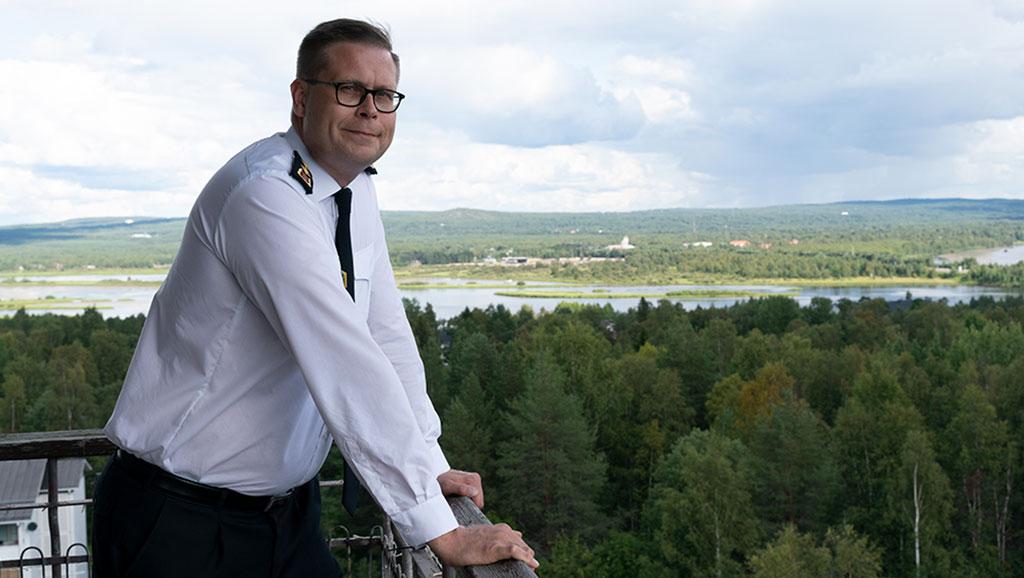 Lapin pelastusjohtaja Markus Aarto haluaa uudistaa johtamansa laitoksen organisaation vastaamaan aidosti alueellista toimintaa.