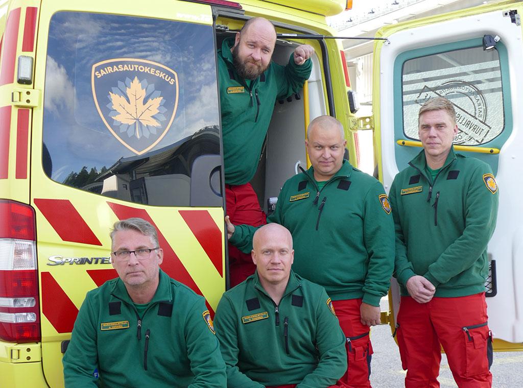 Viiden miehen sairaankuljetusyrityksen perustivat Ari Vatanen (edessä vas.), Ville Toivonen, Sebastian Ganfors (takana vas.), Jussi Snellman ja Henri Muukkonen.